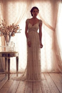 Luxury V Neck Anna Campbell Wedding Dresses Lace von Natalious