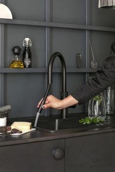 Alles in één met de Quooker Flex Black Room Inspiration, Interior Inspiration, Design Inspiration, Kitchen Shelf Unit, Interior Architecture, Interior And Exterior, Kitchen Interior, Kitchen Design, Small Appartment