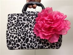 Perfect #Mother'sDay gift! http://www.flipfold.com/Bee-Bag-Handbag-Organizer-Mother-s-Day-Special-p/bee-bag-handbag-organizer-mds.htm