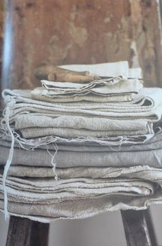 love affair with linen Lino Natural, Natural Linen, Textiles, Cosy Bedroom, Linens And Lace, Fibre Textile, Kitchen New York, Wabi Sabi, Linen Fabric