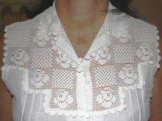 A pala de crochê desta blusa é bem antiga e já foi usada em duas épocas.  Foi feita com linha mercer crochet, portanto ainda se mantém nova...