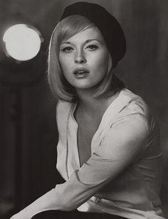 Faye Dunaway, 1968. Retrouvez toutes nos épingles sur notre page Pinterest : https://fr.pinterest.com/webarchitecte/ et/ou sur notre site internet http://webarchitecte.fr/community-manager-paris.html