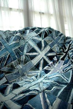 RMK life: Union Jack: Repurposed Denim Quilt for my millions of leftover hems Denim Art, Denim Ideas, Denim Crafts, Jeans Denim, Denim Purse, Recycled Denim, Union Jack, Fabric Art, Couture