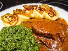 Hovězí maso nakrájíme na kostky nebo plátky, osolíme, opepříme a v hrnci opečeme zprudka na troše oleje, aby se zatáhlo. Maso vyjmeme a na výpeku osmahneme... Czech Recipes, I Foods, Steak, Pork, Food And Drink, Menu, Cooking Recipes, Lunch, Treats