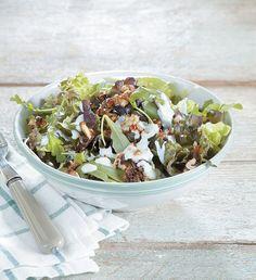 Ο συνδυασμός των καραμελωμένων καρυδιών και του μπλε τυριού θα σάς συναρπάσει. Salad Bar, Soup And Salad, Salad Dressing, Soul Food, Rustic Kitchen, Food Styling, Food Art, Natural Health, Acai Bowl