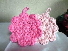 小花のアクリルたわしの作り方|編み物|編み物・手芸・ソーイング|ハンドメイド | アトリエ Crochet Home, Knit Crochet, Crochet Star Stitch, Knitting Patterns, Crochet Patterns, Crochet Potholders, Knitted Flowers, Rug Hooking, Diy And Crafts