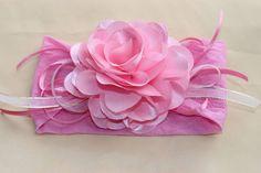 Faixa de meia camélia rosa bebê cetim com fitas muito delicada e charmosa, ideal para bebê ou criança de 0 a 6 anos. R$ 21,90