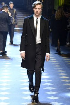Lucky Blue Smith / Dolce & Gabbana Menswear Fall Black Overcoat and Black Leather Buckle Boots Lucky Blue Smith, Marcus Butler, Cameron Dallas, Fashion Show Collection, Men's Collection, Dolce And Gabbana 2017, Black Overcoat, The Fashionisto, Beautiful Men