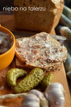Mięsne, pyszne smarowidło do pajdy chleba z ogórkiem. Delikatne, mięciutkie, duszone aż do smarowności włókienka mięsa. Taka kromka po długi...