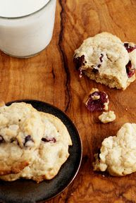 white chocolate+cranberry+almond cookies