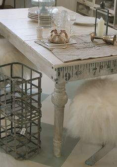 Ohh, would love to redo a table like this for my craft room. Love the measuring tape detail
