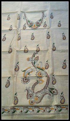 Embroidery On Kurtis, Hand Embroidery Dress, Embroidery Neck Designs, Indian Embroidery, Embroidery Stitches, Embroidery Patterns, Kantha Work Sarees, Saree Painting, Kutch Work
