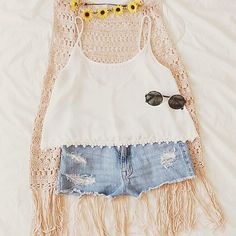Love this cute summer outfits the denim shorts with top white and cute fringe cardigan and black goggles
