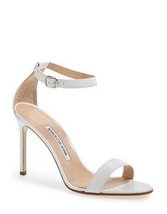 a70e22f6ff29 Chaussure de mariée de luxe Manolo Blahnik printemps été 2015 - 40  chaussures de mariée à mettre à nos pieds le jour J - Elle