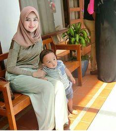 Beautiful Muslim Women, Beautiful Hijab, Young And Beautiful, Bogor, Girl Hijab, Hijab Outfit, Jakarta, My Babysitter, Perfect Legs