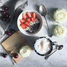 "234 Me gusta, 24 comentarios - Birgitte (@birgittetheresa) en Instagram: ""Good morning. Happy Friday. Some of my favorite breakfast. . . . #morningslikethese #mywhitetable…"""