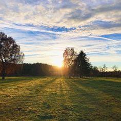 Guten Morgen und HAPPY FRIDAY!    #goodmorning #sunrise #tgif #skyporn #icantwaitfortheweekendtobegin #november #sonnenaufgang #friyay