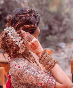 Are you looking for Indian Wedding bridal hairstyles Here's the image collection of bridal hairstyle for short hair, medium hair & long hair. Indian Bridal Outfits, Indian Bridal Hairstyles, Indian Bridal Lehenga, Indian Bridal Fashion, Bride Hairstyles, Bridal Dresses, Updo Hairstyle, Hairstyle Ideas, Lehenga Hairstyles