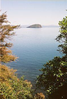 ღღ Lake Taupo, New Zealand (by benyeuda, via Flickr)