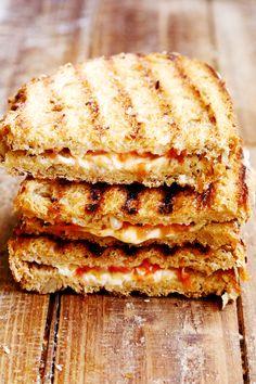 Cheezy Vegan Tomato Panini Sandwich, with vegan mozz cheese :) Vegan Lunch Recipes, Vegan Lunches, Delicious Vegan Recipes, Vegan Foods, Vegan Dishes, Raw Food Recipes, Veggie Recipes, Cooking Recipes, Bread Recipes
