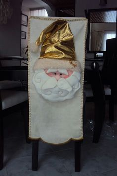 Cubresillas Homemade Christmas Decorations, Holiday Crafts, Xmas, Christmas Ornaments, Linen Pillows, Chair Covers, Christmas Humor, Homemade Gifts, Santa