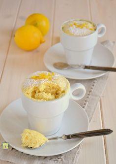 Mug cake o torta in tazza al limone gp Microwave Cake, Microwave Recipes, Fast Dessert Recipes, No Cook Desserts, Mug Recipes, Cake & Co, Sweets Cake, Breakfast Snacks, Healthy Sweets