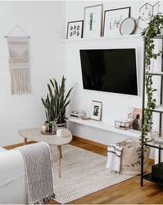 57 Impressive Small Living Room Ideas For Apartment. Are you looking for interior decorating ideas to use in a small living room? Small living rooms can look just as attractive as large living rooms. Living Room Tv, Living Room Colors, Small Living Rooms, Home And Living, Tv Room Small, Modern Living, Simple Living Room Decor, Cozy Living, Tv On Wall Ideas Living Room