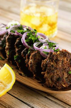 These spicy Indian Chapli Kebabs will leave you wanting more! They& super delicious doesn& require any ingredients that are difficult to find! Tandoori Masala, Garam Masala, Indian Food Recipes, Asian Recipes, Indian Foods, Indian Snacks, Indian Dishes, Seekh Kebab Recipes, Kabob Recipes