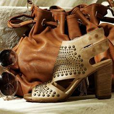 Sandalo con applicazioni in acciaio oro con tacco e suola in legno -  Wooden heel sandals - by Kammi http://www.lodishop.com/negozio/kammi/ #shoes #sandals #lodi #italy