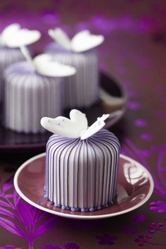 #CakeDecorating Stripy Butterfly #Cakes #Issue40