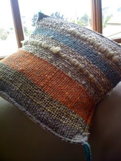 Two handwoven pillows Pin Weaving, Tablet Weaving, Loom Weaving, Weaving Textiles, Tapestry Weaving, Burlap Crafts, Weaving Projects, Wool Pillows, Fabric Strips