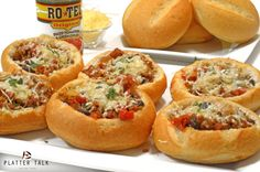 This shop has been compensated by Collective Bias, Inc. and its advertiser. All opinions are mine alone. Parmesan Sausage Bread Bowls - Cold weather is the perfect time for food that warms your body Buffalo Chicken Bread, Homemade Bread Bowls, Sausage Bread, Online Cookbook, Easy Bread, Chili Recipes, Meal Recipes, Dinner Tonight, Main Meals
