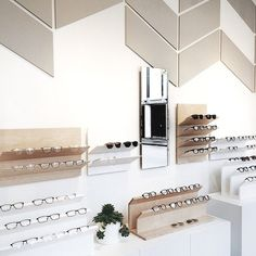 17d9527e943e73 Great shot of the store by  joordanrenee! Magasin Lunette, Opticien, Magasin  D