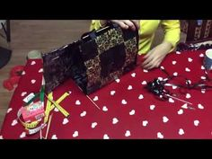 5 Neliöpunonta KAUPPAKASSIN LOPULLINEN KOKOAMINEN - YouTube Picnic Blanket, Outdoor Blanket, Origami And Quilling, Easy Diy Gifts, Candy Wrappers, Recycling, Gift Wrapping, Youtube, Paper Crafts