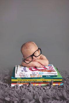 Monthly Baby Photos, Newborn Baby Photos, Newborn Pictures, Baby Boy Newborn, Newborn Photo Shoots, Funny Baby Photography, Newborn Baby Photography, Foto Baby, Book Nerd
