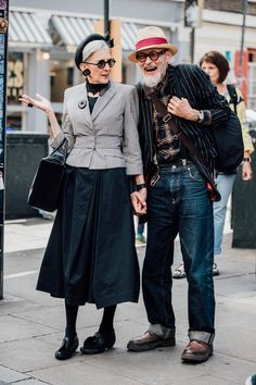 Men& fashion week in London- Männermodewoche in London Street style in every age - Fashion Couple, Look Fashion, Street Fashion, Fashion Tips, Fashion Trends, Fashion Ideas, Fashion Websites, Fashion Black, Fashion Lookbook