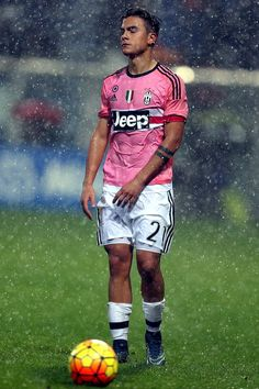 Paulo Dybala of Juventus FC shows his dejection during the Serie A match between US Sassuolo Calcio and Juventus FC at Mapei Stadium - Città del Tricolore on October 28, 2015 in Reggio nell'Emilia, Italy. (Oct. 27, 2015 - Source: Gabriele Maltinti/Getty Images Europe)