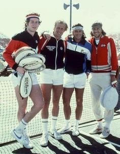 John McEnroe, Vitas Gerulaitis, Guillermo Vilas e Bjorn Borg. Mode Tennis, Atp Tennis, Tennis Gear, Tennis Workout, Sport Tennis, Tennis Clothes, Tennis Photos, Tennis Online, Tennis Legends