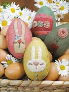 Gift Ideas: Easy Spring and Easter Holiday Crafts collection and other holiday handcrafted Easter projects and gifts ideas. Hoppy Easter, Easter Bunny, Easter Eggs, Felt Bunny, Easter Tree, Spring Crafts, Holiday Crafts, Holiday Fun, Holiday Ideas
