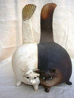 Katzen aus Ton für Haus und Garten