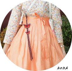 노다주단 Unique Fashion, Colorful Fashion, Asian Fashion, Korean Traditional Dress, Traditional Dresses, Korean Dress, Korean Outfits, Ao Dai, Modern Hanbok