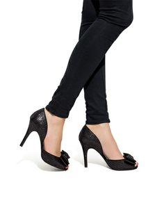 love these darling little d'orsay pumps. Like something veronica lake would wear