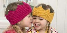 Strikk søte pannebånd til barn. Strikkeoppskrift på søte pannebånd til små prinsesser! Baby Hat And Mittens, Baby Hats Knitting, Knitted Hats, Kids Knitting Patterns, Knitting For Kids, Free Knitting, Baby Barn, Knit Crochet, Crochet Hats