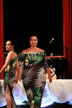 Formal Outfits, Dress Outfits, Fashion Dresses, Samoan Dress, Island Style Clothing, Island Theme, Island Wear, Hawaiian Dresses, Fabric Printing