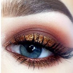 Makeup of the day pick goes to Instagram's @ameliarosetaylor for this stunning Autumn eye look.  xo-Jane