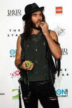 Russell Brand's style is BITCHIN