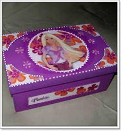 Caixa de bijuterias em MDF - Barbie Contém divisórias e bandeja para as bijuterias. Fazemos da cor de sua preferência. Aceitamos encomendas R$ 38,00