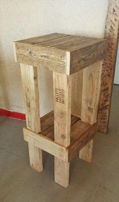 Wooden Pallet Furniture simple pallet stool - We will explain our point of view with these subtle examples of DIY reclaimed pallet wood stool which have totally been recovered from pallets after a few