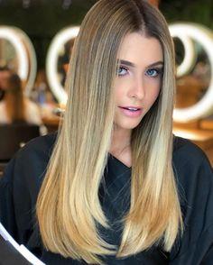 Haben Sie noch nicht entschieden, welche Frisur Sie für das neue Jahr ausprobieren möchten? Ändern Sie Ihre Haarfarbe ist der beste Weg, um diese neue Stimmung zu erreichen, ohne Zentimeter Ihres kostbaren Haares zu verlieren. Zum Glück haben wir so viele Farben und Inspirationen, dass Sie Ihre neue Haarfarbe finden können. Von prächtigen honigblonden Highlights …