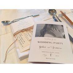 paper itemは招待状以外持ち込み wedding book作りました 内容はまた別で載せますね menuはレタープレスにしてデザインも1から考えました! ずっと海外のweddingを見て自分のときは絶対やりたい!って思ってたこと実現 ネームカードをメニューに麻の紐で括りつけました✨✨オシャレ〜w エスコートカードの裏にはメッセージを ペーパー全般はインスタで発見してこの方のセンスにお任せしたい!と思い @the_m_w_p_d さんにお願いしました理想以上のものができて大満足ですありがとうございました #wedding#weddingreception#paperitem#weddingbook#weddingtabledecor#menu#namecard#orientalhotelkobe#yswedding0801#muguetwedding#weddingtbt#weddingparty#結婚式#披露宴#ホテルウェディング#結婚式レポ#卒花#ペーパーアイテム#ウェディングブック#プロフィールブッ...